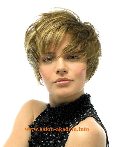 Стрижка каскад на короткие волосы с челкой фото