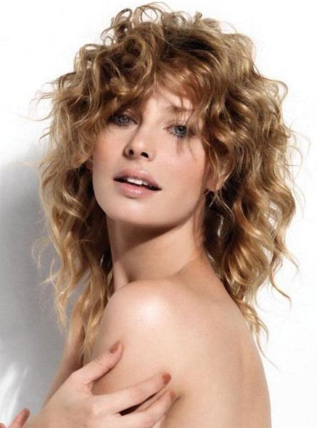 Стрижка каскад на длинные вьющиеся волосы фото