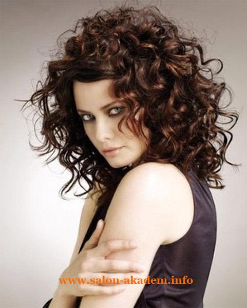 Прическа каскад на кудрявые волосы фото