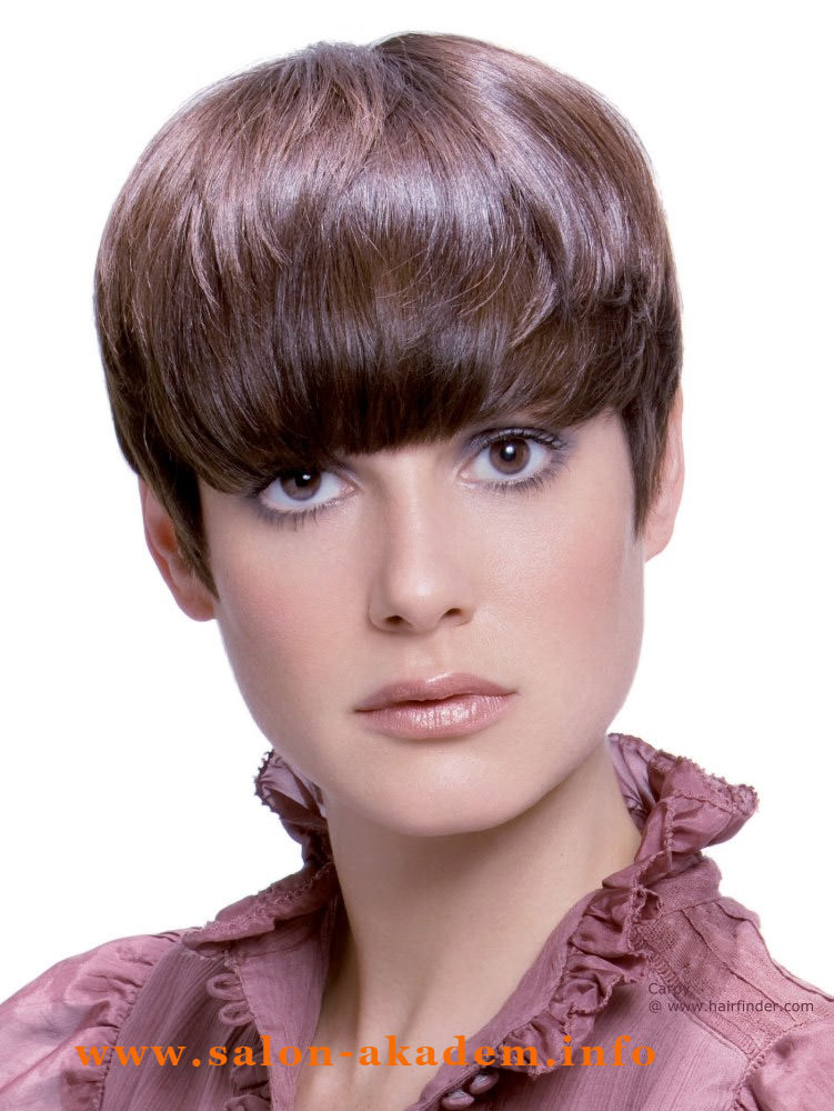 Стрижка шапочка на короткие волосы с челкой фото